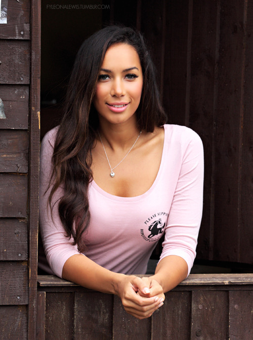 beeteedoubleyou:  Leona lewis is so pretty i wanna cry