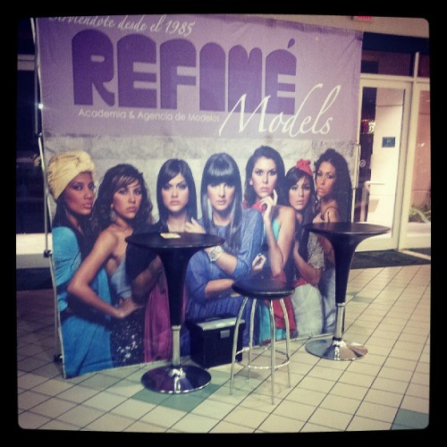 Refine Models promotional banner in San Patricio plaza, models are all wearing Ouna's Closet clothing &acct #press #model #refine #vintage @itzafrancheska love Refine