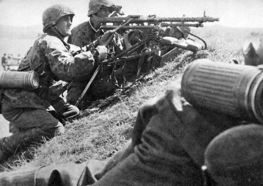 MG34 mounted on a Lafayette tripod.