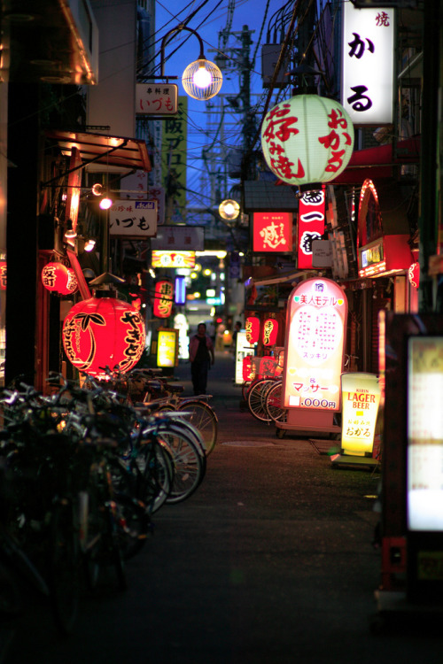 fuckyeahjapanandkorea:  The night is still young. (by endworker)