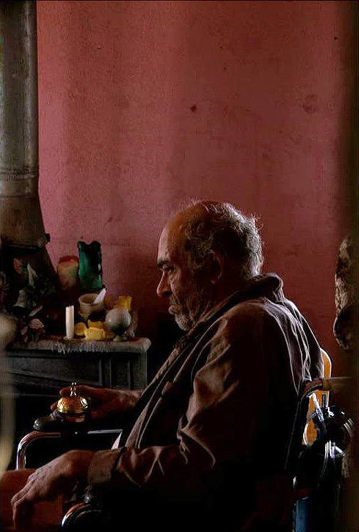 "Mark Margolis as Hector ""Tio"" Salamanca in Tuco's house. – From Vince Gilligan's Photo Gallery on the Season 2 Blu-ray (via Captacular)"