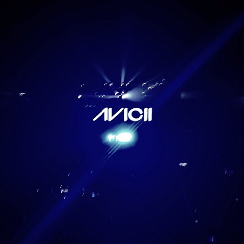 Yes! :-) #photooftheday #avicci #manila  (at Mall of Asia Arena)