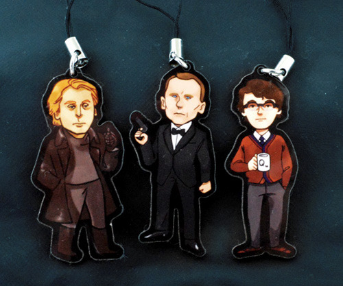 seasaltic:  lostwiginity:  I'm giving away a set of acrylic charms of SKYFALL phone charms of James Bond, Silva and Q, which I'm also selling at my store here. The two charms are 1.5 inches long each and come with black phone straps. The art is by riaruhu. RULES likes count reblogs count the winner will be chosen at random from the list of notes (using random.org) The giveaway ends on the 16th of May 3.00 pm London time. [Event Time Announcer]  oh adorable!
