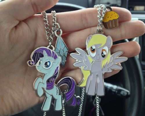 royalcanterlotvoice:  over at hot topic!  I need that Derpy.