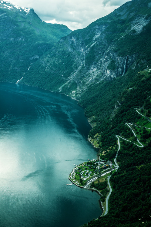 mytickingheart:  Geiranger fjord and Eagle Road (by xiaoran.fr)