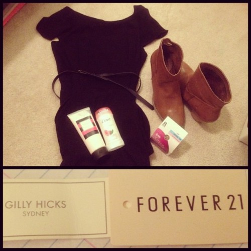 Haul of the day ☺ #gillyhicks #lotion #velvetcassia #forever21 #black #dress #tan #brown #boots #deodorant #pantyhose #heheh #haul #sales #target #yayshopping 😘
