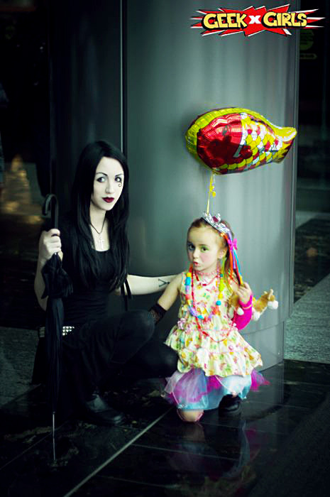 dezi-desire:  More lovely photos taken of my daughter Helena as Delirium and myself as Death from Sandman at Vancouver Fan Expo.