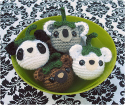 kittyknitcrochet:  yarn-over:  pattern<  I should totally make these!