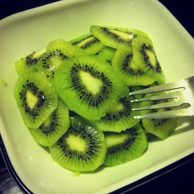Healthy #midnightsnack, my favorite fruit #Kiwi 😋