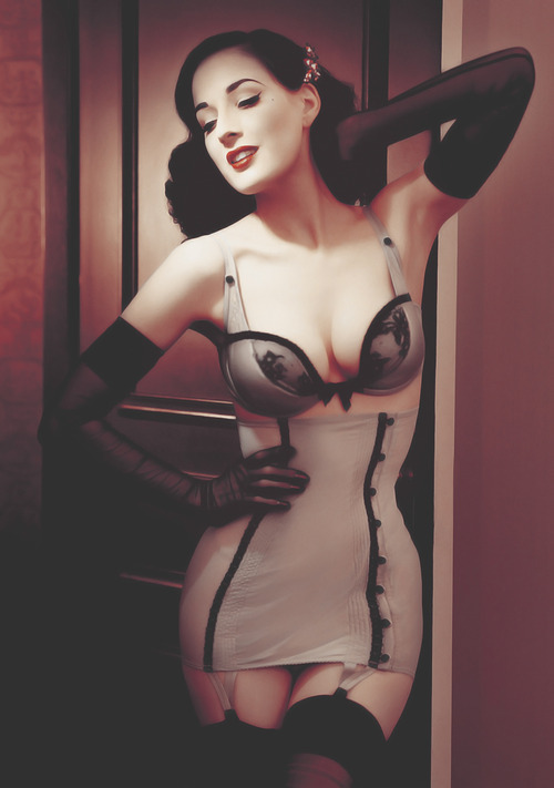 nicevagina:  she is by far the sexiest yet classy woman ever ugh *o*