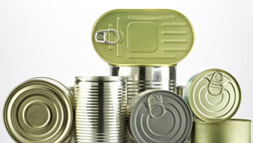 Scientists clash over BPA: Do low doses really harm people?      Biologists are concerned that mathematical models may be used by the FDA to tell the public that BPA is safe.
