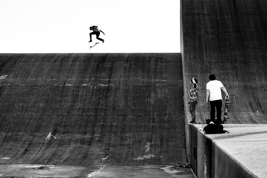 mike ducee-  warming up on the flat top before nollie flipping into the dam.