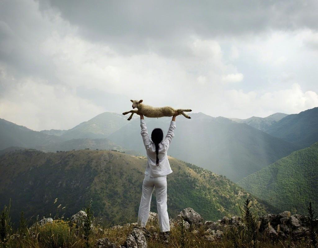 Marina Abramovic, Holding the Goat, 2010