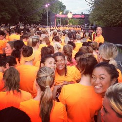 I spy with my little eye..#foodandlycra in a sea of orange! #weownthenight #fitness #running #nike #elleuk (at Victoria Park)