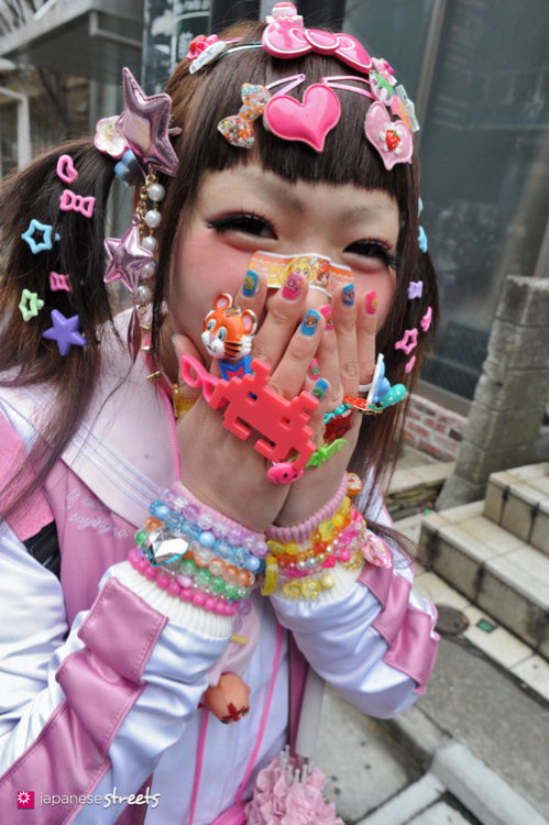 saiainokyary:  FASHION JAPAN: 16th Harajuku Fashion Walk på We Heart It http://weheartit.com/entry/58679513/via/ShinobuTheKuma