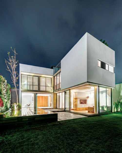 freshome:  Modern Meets Breezy: The Immaculate Valna House, Mexico