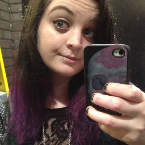 My hair is getting so long. Oh and it's purple and black :) #purple #hair #long #change #me #meow #self #portrait #girl