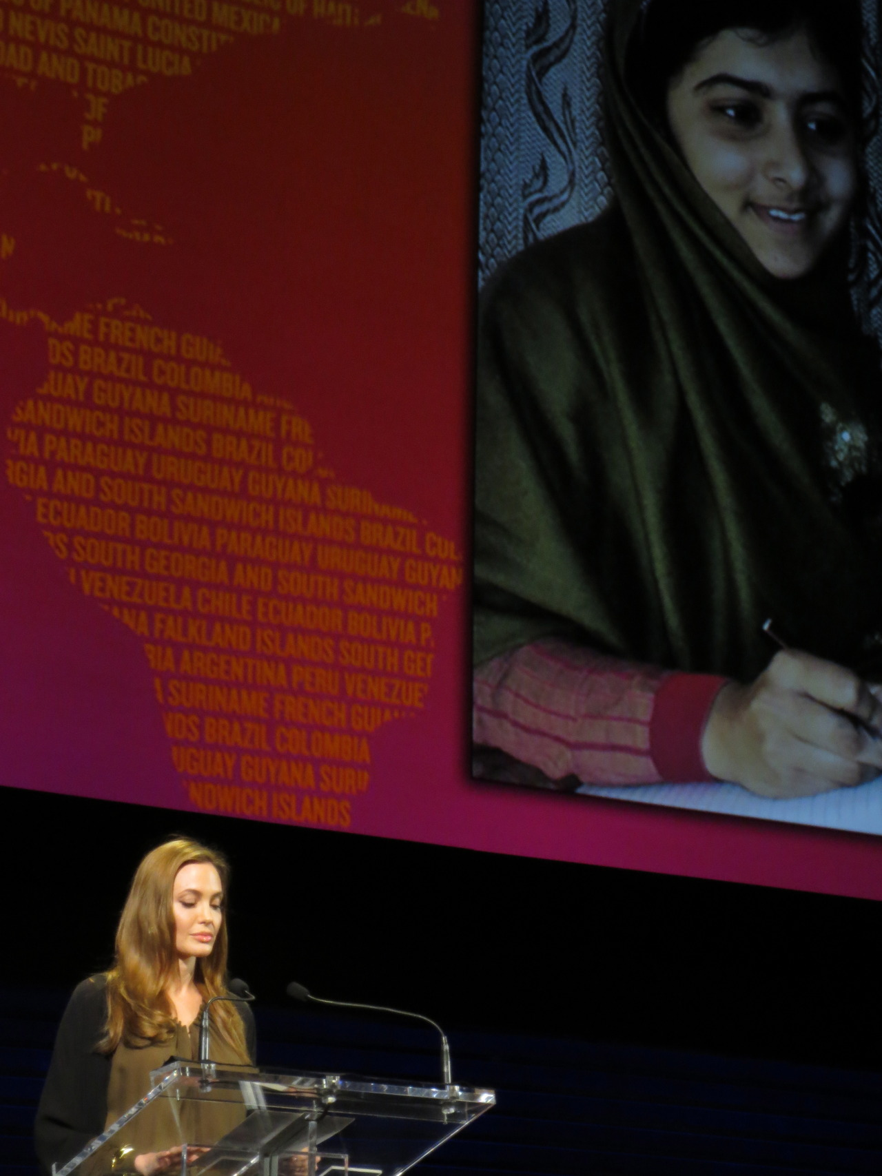 Angelina Jolie speaking about Pakistan's wounded teenage activist Malala Yousafzai at the extraordinary Women in the World Summit last night. Today - Hillary Clinton and many more great speakers. #wiw13