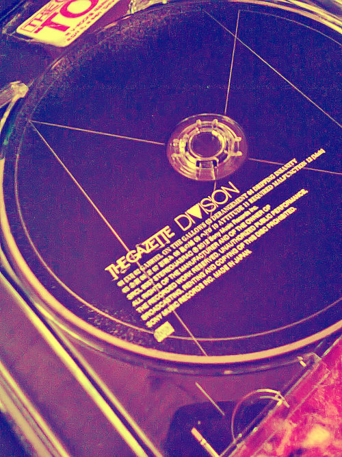 blackmoral2:   D I V I S I O N   The  GazettE    >    <    Amo mi Cd *3*