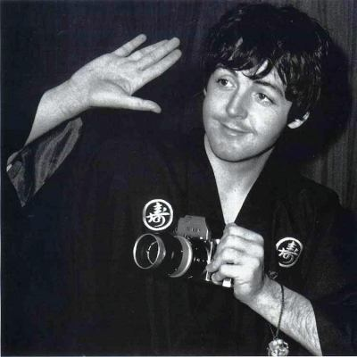 Holy macaroni this is paul mccartney!!!!!!! «««333333333