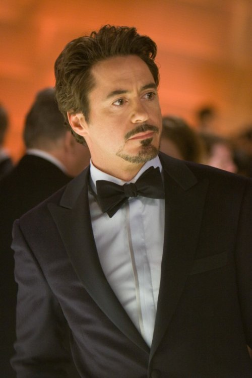 Robert Downey Jr. in talks to sign new Marvel contract Iron Man 3's ultra-impressive opening has been bittersweet for Marvel execs, because while the sound of ringing tills will be music to their ears, they will also be acutely aware that Robert Downey Jr. is no longer contracted for any more appearances as Tony Stark…