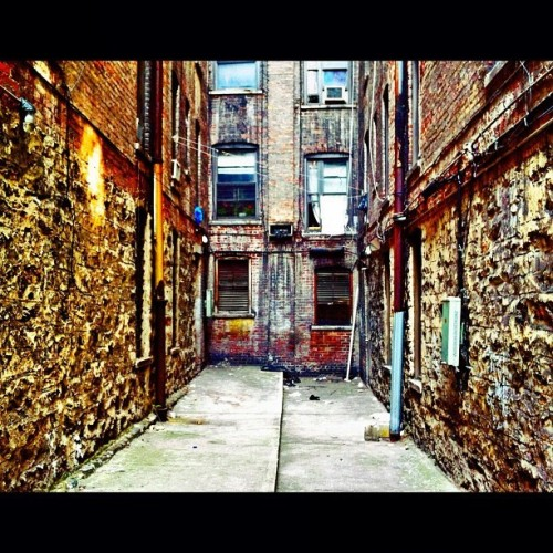 Uptown Back Alley shot by @_conraddysworld #instagramuptown #uptown #inwood #washingtonheights #nyc #newyorkcity #exloranyc #photography #art #local #community
