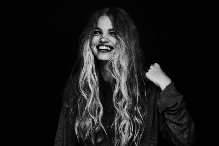 fragileteens:  v-is:  colorless-b-e-a-u-t-y:  daphne groeneveld  She looks so gorgeous here, like a fairy  ☪soft grunge&models☪