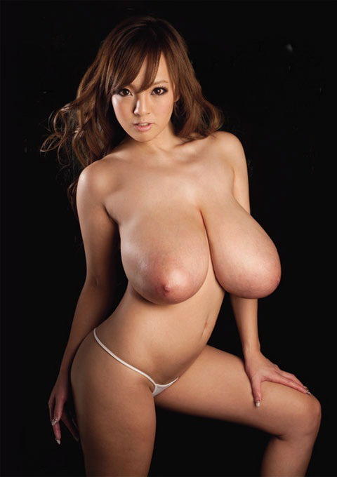boobs4boobs:  Sexy asian pornstar Hitomi Tanaka has some of the nicest giant tits I have ever seen