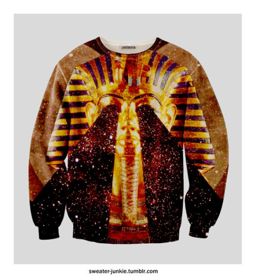 fleatherfox:  If I were a sweatshirt…  For my king