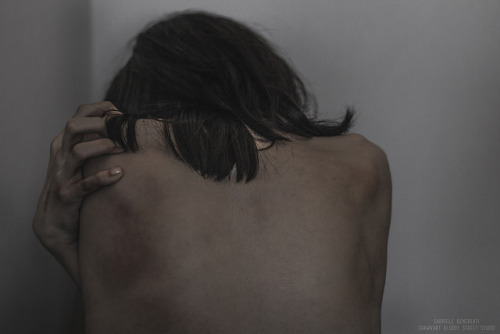 gabriele bencreati emotive expressive portrait photography shoulders back skin gloomy mellow uploads uploads:2016 glow dark vintage pale large
