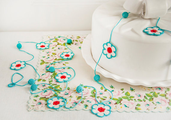 (via Flower and Bauble Crochet Garland Kitchen Decor by BobbiLewin)