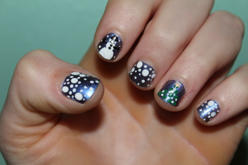 This is the last of the 2012 Christmas nails :)