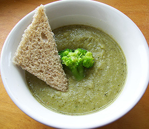 findvegan:  Vegan Broccoli Soup!  Is it wrong that I crave broccoli 24/7?