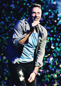 buckin-love:  → 20/50 pictures of Chris Martin