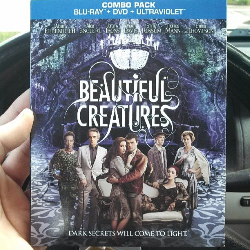 Woot got my copy of #BEAUTIFULCREATURES today, have you?  @mstohl @kamigarcia
