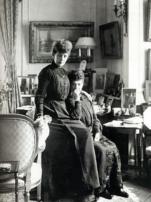 Maria Feodorovna (seated) with sister Alexandra.