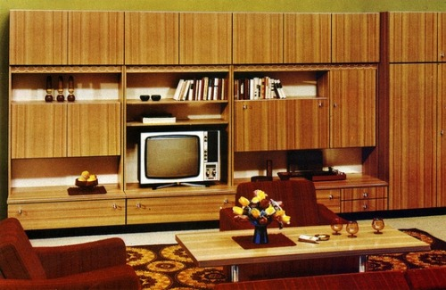 superseventies:  1977 living room design.