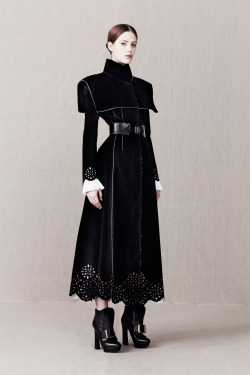 highqualityfashion:  Alexander McQueen Pre-Fall 13