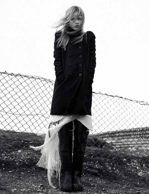 madame-deficit:  Natasha Poly by Willy Vanderperre. Another F/W 2008.