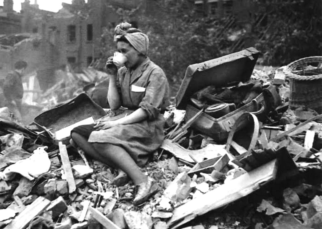 bag-of-dirt:  A woman sits atop a pile of rubble and has a cup of tea after a German Luftwaffe strike during the Blitz. London, England. 1941.