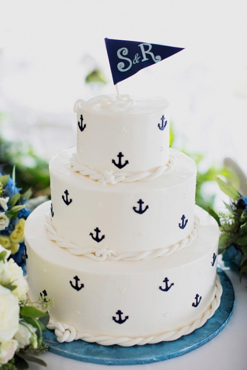 ason98519:  A wedding cake with anchors!! I LOVE! Actually, I love anchors on anything.