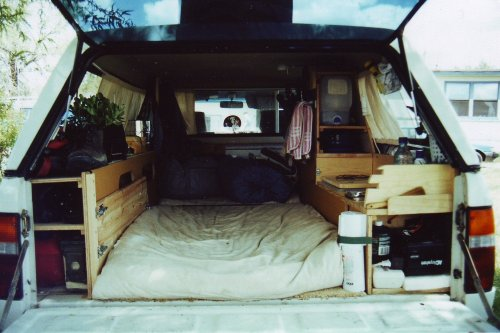 becutebecoolbeyoung:    Life goal: live out of my car and travel the continental United States. You can't truly appreciate your roots until you've explored every nook and cranny. I haven't given up on you, America!  When I think of living out of a car I don't think of it like this but this looks pretty cozy.
