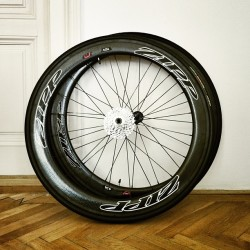 thestumpone:  Wheels of #speed #zippwheels #zipp #cycling #iphoneonly #parez