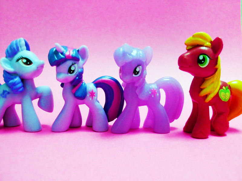 Ponys from the Blind Bags! I cheated and got the numbers of the ones I wanted. =P The only random one was the Rarity repaint.