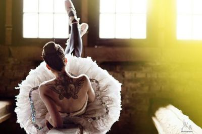 Danse + Tatouage; deux passions, deux mondes qui ne font plus qu'un. ♥ Don't know who is the model but wonderful picture!