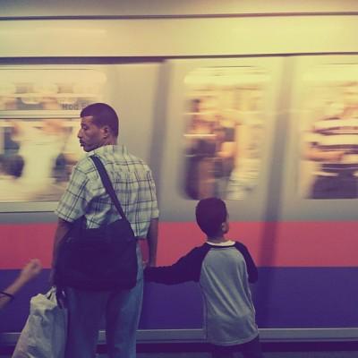 لم يرق لي الانتظار يوما..  في نظري هو تصغير لكلمة شلل.   #cairo #metro #waiting #traing #motion