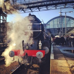 casual #steamtrain #kingscross #tornado #hogwartsexpress (at Platform 9¾)