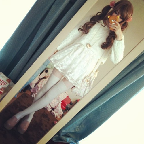 All cream today ♡ it is so sunny out!!