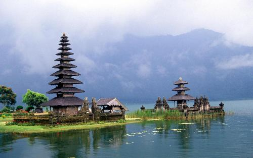 outstandingplaces:  Ulun Danu, Bali, Indonesia - Floating temple on lake bratan on the beautiful island of Bali. (outstandingplaces.com)