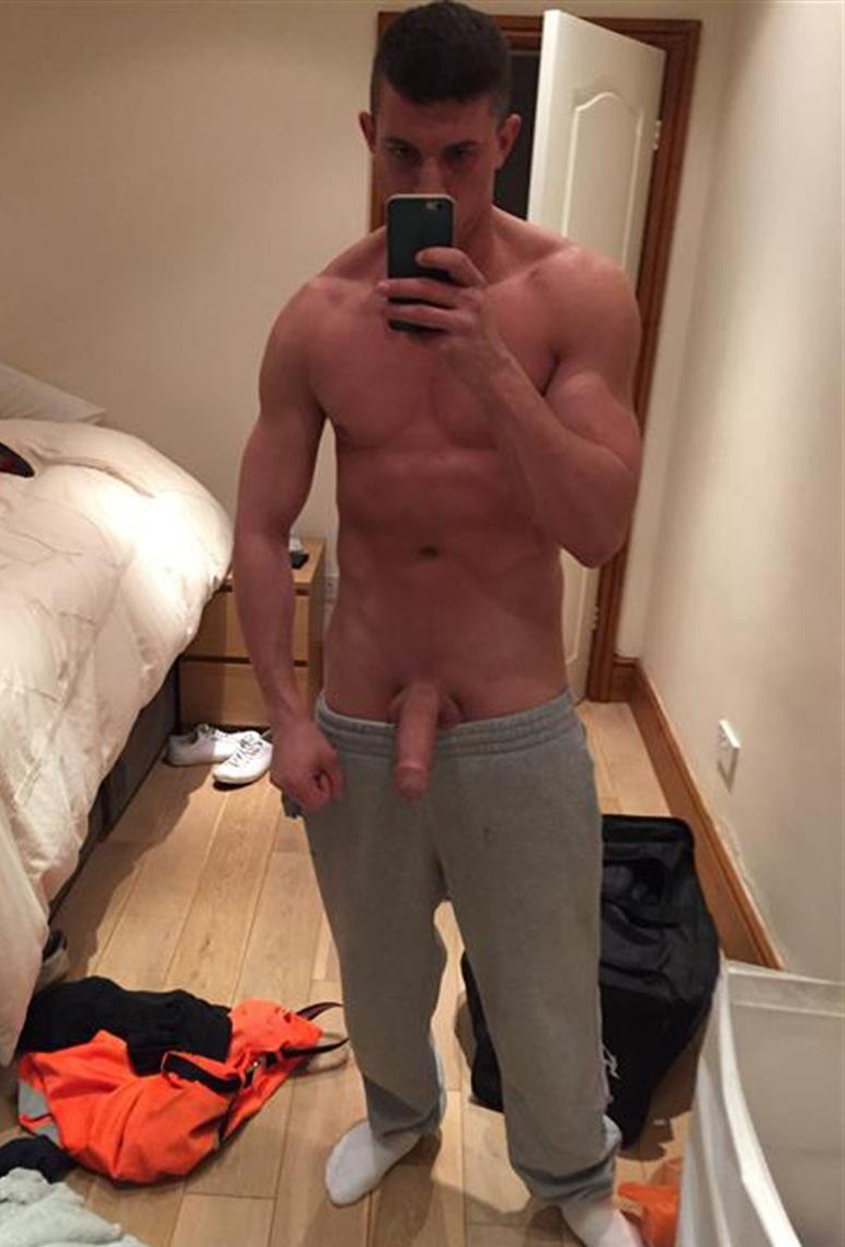 collegeguy185 to see more hot pics like these young18ausboy http://www.neofic.com